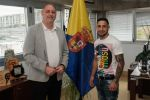 Francisco Castellano recibe al  púgil grancanario Samuel Carmona