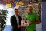 Julio Cabrera, ganador del concurso del diseño de medalla del DISA Gran Canaria Maratón