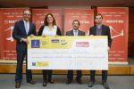 Pequeño Valiente recibe la donación de la Mapfre Carrera Solidaria del DISA Gran Canaria Maratón 2014