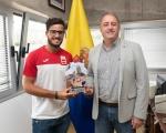 Francisco Castellano recibe al número uno mundial de tenis playa, el grancanario Antomi Ramos