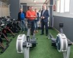 El consejero de Deportes visita Firgas y se compromete a realizar obras de mejora en el pabellón de Lomo del Pino y a finalizar el Estadio Bienvenido Angulo