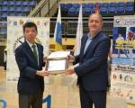 Castellano recibe del Cónsul de Corea una placa en agradecimiento por el apoyo al II Campeonato Internacional de Taekwondo