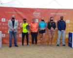 Francisco Castellano hace entrega de los trofeos a los ganadores del torneo BT100 del ITF Beachtennis Gran Canaria Final 2020